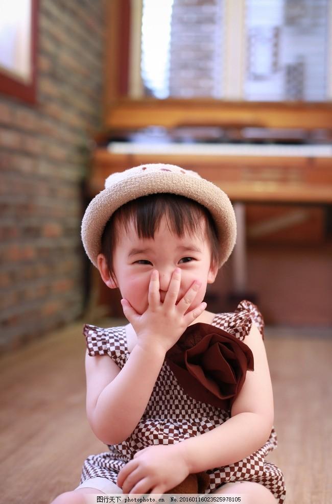 大妹周柏菲 小朋友 小女孩 帽子 抱熊 捂嘴 萌 宝宝 摄影 人物图库