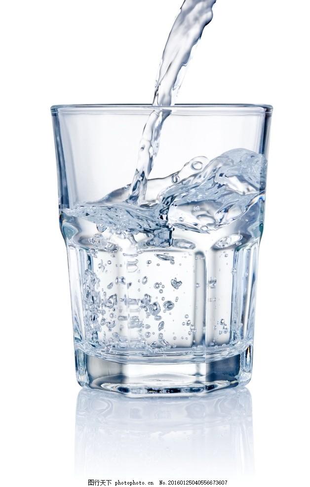 倒水 开水 白水 白开水 水杯 玻璃杯 杯子 杯具 一杯水 液体