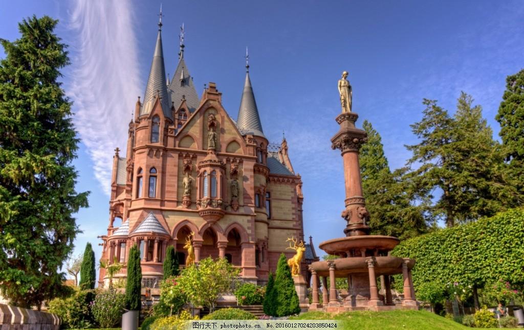 城堡花园高清 城堡花园 欧洲古堡 堡垒 碉堡 绿色植物 树木 草坪 雕塑图片