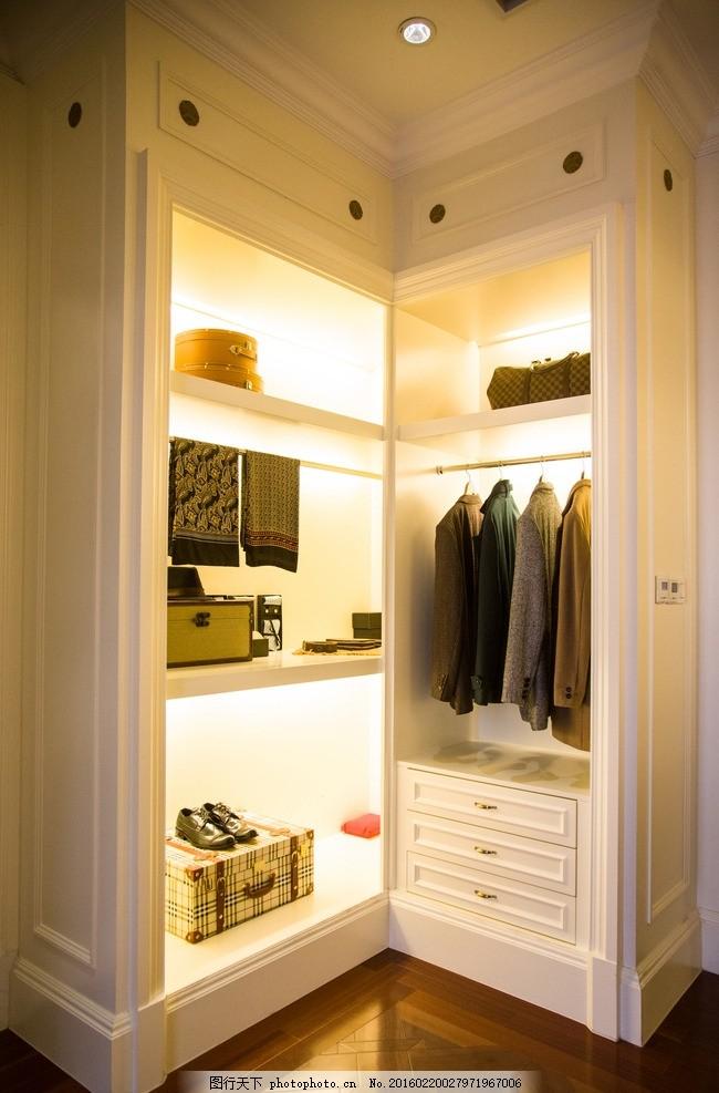 衣柜 换衣间 更衣室 室内设计 衣橱设计 暖色调衣橱 时尚衣橱 现代