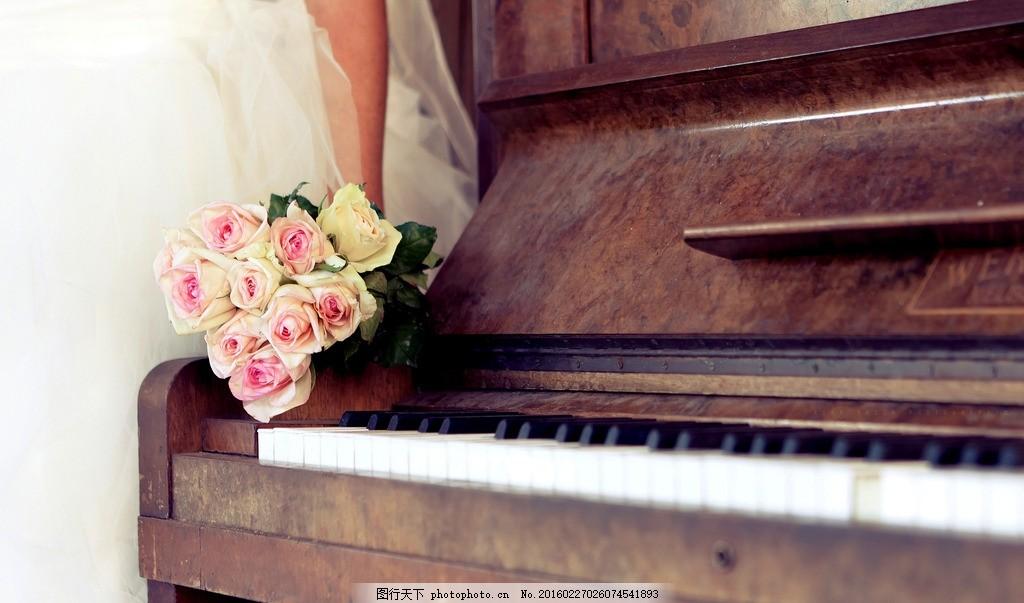 钢琴与玫瑰图片