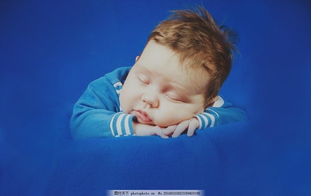 睡觉的小孩 睡觉 小孩 趴着 婴儿 可爱 小男孩 蓝色 摄影 人物图库