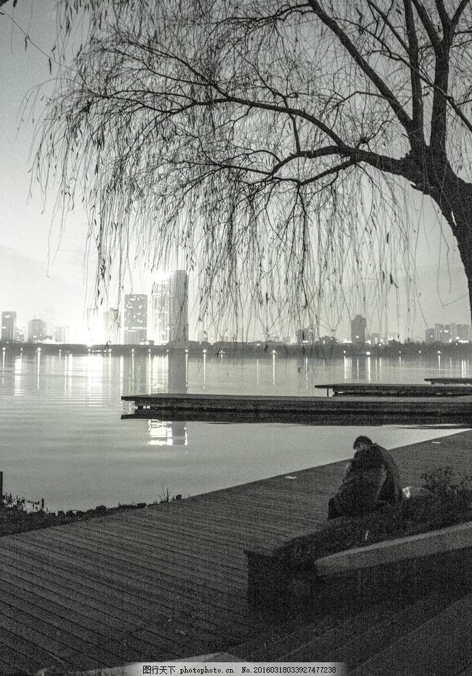 夜下玄武湖 人像风景 黑白照 玄武湖 南京 柳树 楼梯 南京玄武湖 摄影