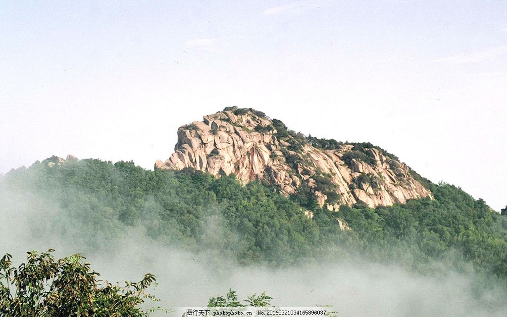 沂山狮子崮 蓝天 白云 沂山风景区 白雾 高清 摄影