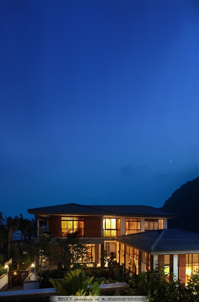 别墅 地产 高档 住宅 夜景 晚上 天空 蓝色 灯光 房子 树